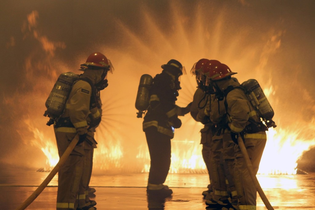 firefighters-664997_1280